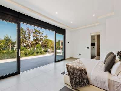 Image 17   6 bedroom villa for sale with 0.25 hectares of land, Puerto Banus, Malaga Costa del Sol, Andalucia 220018