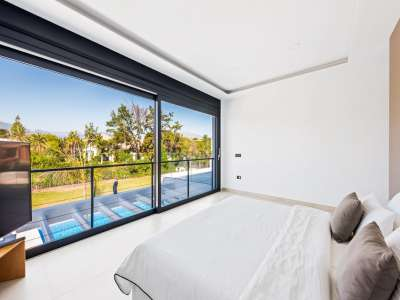 Image 18   6 bedroom villa for sale with 0.25 hectares of land, Puerto Banus, Malaga Costa del Sol, Andalucia 220018