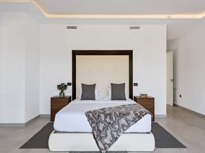 Image 19   6 bedroom villa for sale with 0.25 hectares of land, Puerto Banus, Malaga Costa del Sol, Andalucia 220018