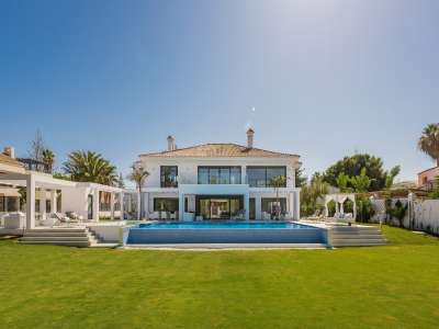 Image 2   6 bedroom villa for sale with 0.25 hectares of land, Puerto Banus, Malaga Costa del Sol, Andalucia 220018