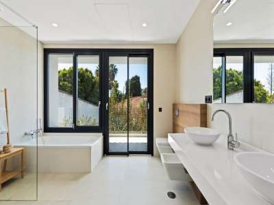 Image 20   6 bedroom villa for sale with 0.25 hectares of land, Puerto Banus, Malaga Costa del Sol, Andalucia 220018