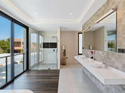 Image 21   6 bedroom villa for sale with 0.25 hectares of land, Puerto Banus, Malaga Costa del Sol, Andalucia 220018