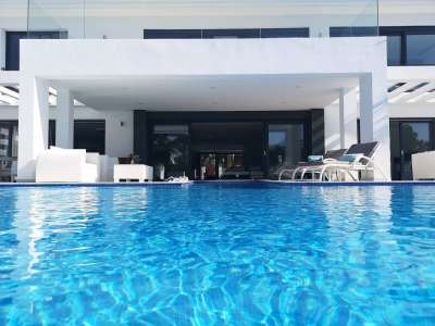 Image 3   6 bedroom villa for sale with 0.25 hectares of land, Puerto Banus, Malaga Costa del Sol, Andalucia 220018