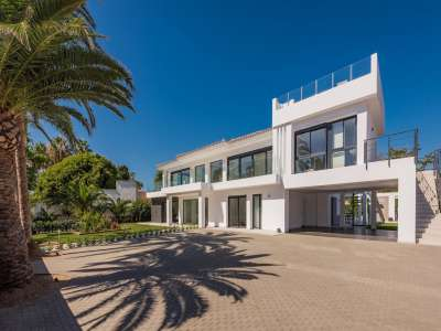 Image 35   6 bedroom villa for sale with 0.25 hectares of land, Puerto Banus, Malaga Costa del Sol, Andalucia 220018