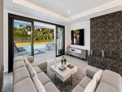 Image 4   6 bedroom villa for sale with 0.25 hectares of land, Puerto Banus, Malaga Costa del Sol, Andalucia 220018