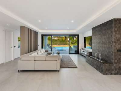 Image 6   6 bedroom villa for sale with 0.25 hectares of land, Puerto Banus, Malaga Costa del Sol, Andalucia 220018