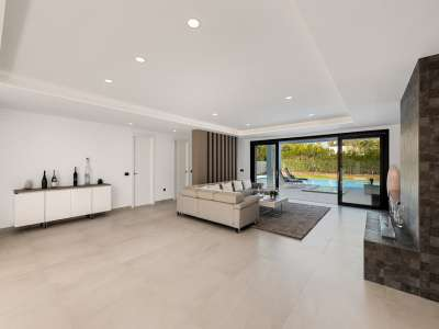 Image 7   6 bedroom villa for sale with 0.25 hectares of land, Puerto Banus, Malaga Costa del Sol, Andalucia 220018