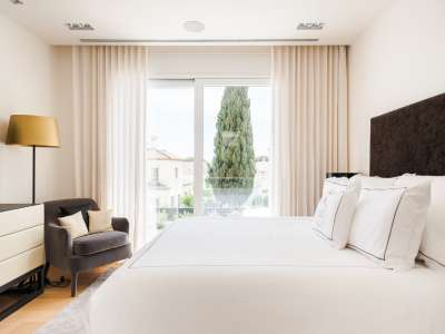 Image 10   5 bedroom villa for sale with 1,163m2 of land, Puerto Banus, Malaga Costa del Sol, Andalucia 220256