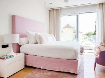 Image 11   5 bedroom villa for sale with 1,163m2 of land, Puerto Banus, Malaga Costa del Sol, Andalucia 220256