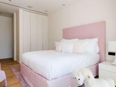 Image 12   5 bedroom villa for sale with 1,163m2 of land, Puerto Banus, Malaga Costa del Sol, Andalucia 220256