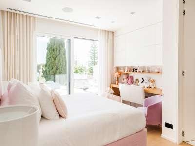 Image 13   5 bedroom villa for sale with 1,163m2 of land, Puerto Banus, Malaga Costa del Sol, Andalucia 220256