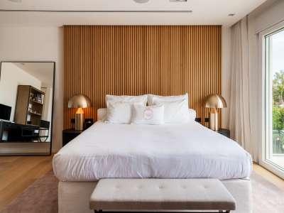 Image 14   5 bedroom villa for sale with 1,163m2 of land, Puerto Banus, Malaga Costa del Sol, Andalucia 220256