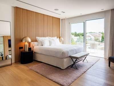 Image 15   5 bedroom villa for sale with 1,163m2 of land, Puerto Banus, Malaga Costa del Sol, Andalucia 220256
