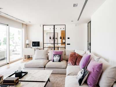 Image 2   5 bedroom villa for sale with 1,163m2 of land, Puerto Banus, Malaga Costa del Sol, Andalucia 220256