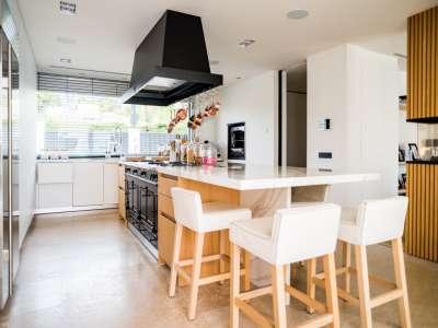 Image 24   5 bedroom villa for sale with 1,163m2 of land, Puerto Banus, Malaga Costa del Sol, Andalucia 220256