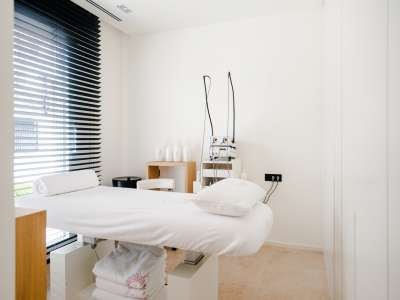 Image 27   5 bedroom villa for sale with 1,163m2 of land, Puerto Banus, Malaga Costa del Sol, Andalucia 220256
