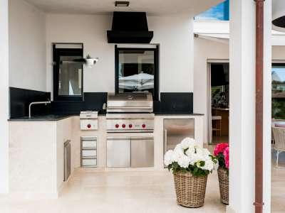 Image 29   5 bedroom villa for sale with 1,163m2 of land, Puerto Banus, Malaga Costa del Sol, Andalucia 220256