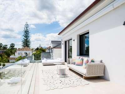 Image 32   5 bedroom villa for sale with 1,163m2 of land, Puerto Banus, Malaga Costa del Sol, Andalucia 220256