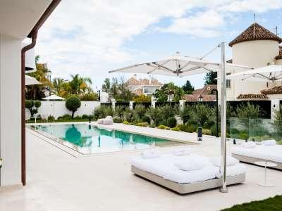 Image 34   5 bedroom villa for sale with 1,163m2 of land, Puerto Banus, Malaga Costa del Sol, Andalucia 220256