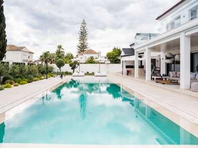 Image 36   5 bedroom villa for sale with 1,163m2 of land, Puerto Banus, Malaga Costa del Sol, Andalucia 220256