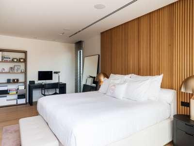 Image 4   5 bedroom villa for sale with 1,163m2 of land, Puerto Banus, Malaga Costa del Sol, Andalucia 220256