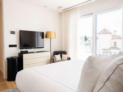 Image 9   5 bedroom villa for sale with 1,163m2 of land, Puerto Banus, Malaga Costa del Sol, Andalucia 220256