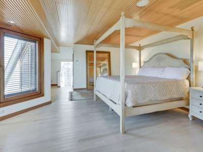 Image 11 | Beautiful  4 Bedroom Oceanside Home for Sale in the  Hamptons,  New York 220258
