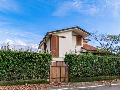 Image 2   5 bedroom villa for sale with 1,150m2 of land, Pietrasanta, Lucca, Tuscany 220668