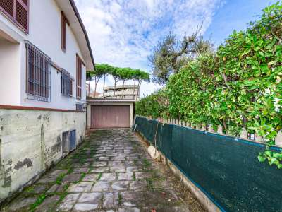 Image 31   5 bedroom villa for sale with 1,150m2 of land, Pietrasanta, Lucca, Tuscany 220668