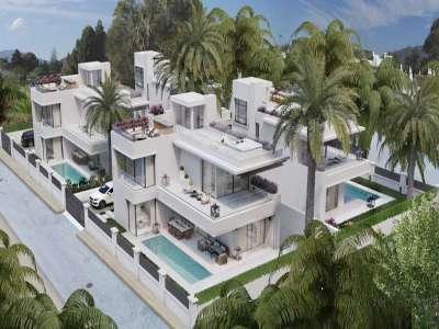 Image 1   4 bedroom villa for sale with 434m2 of land, Rio Verde, Puerto Banus, Malaga Costa del Sol, Andalucia 221350