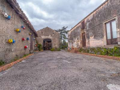 Image 18 | 12 bedroom farmhouse for sale with 0.77 hectares of land, Viagrande, Catania, Sicily 221930