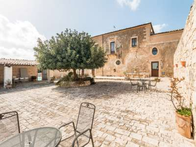 Image 2   9 bedroom house for sale with 8 hectares of land, Santa Croce Camerina, Ragusa, Sicily 222366