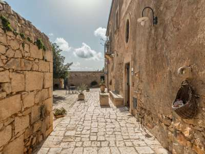 Image 8   9 bedroom house for sale with 8 hectares of land, Santa Croce Camerina, Ragusa, Sicily 222366