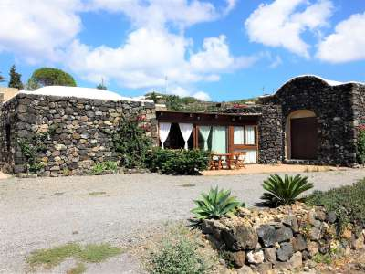 Image 1   2 bedroom villa for sale with 0.4 hectares of land, Pantelleria, Trapani, Sicily 224352