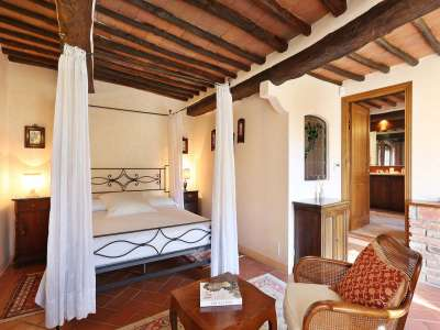 Image 9   5 bedroom villa for sale with 6.88 hectares of land, Gaiole in Chianti, Siena, Chianti Wine Region 225420