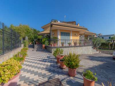 Image 1   5 bedroom villa for sale with 1,000m2 of land, Augusta, Syracuse, Sicily 227417