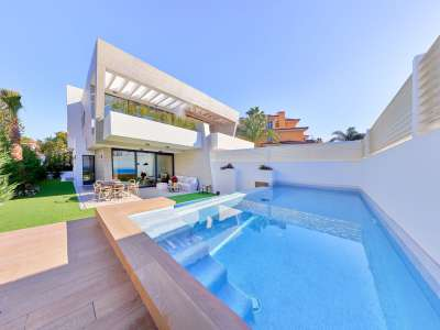 Image 1 | 3 bedroom villa for sale with 68m2 of land, Puerto Banus, Malaga Costa del Sol, Andalucia 229140