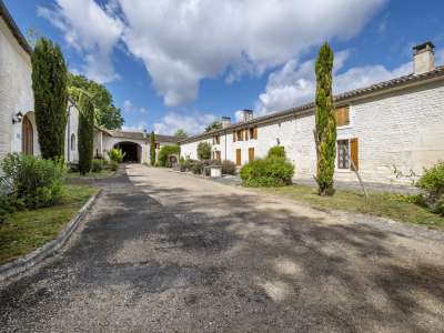 Image 10   15 bedroom house for sale with 4.05 hectares of land, Cognac, Charente , Poitou-Charentes 229529