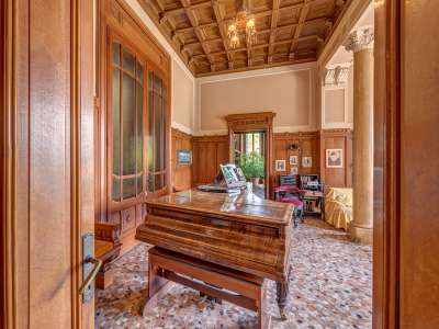 Image 25   8 bedroom villa for sale with 0.5 hectares of land, Como, Lake Como 229870