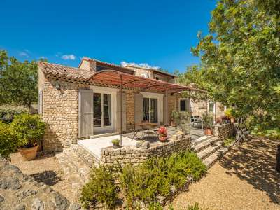 Image 1   5 bedroom villa for sale with 1,900m2 of land, Gordes, Vaucluse , Luberon 230269
