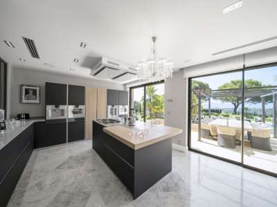 Image 10   5 bedroom villa for sale with 1.56 hectares of land, Mougins, French Riviera 230338