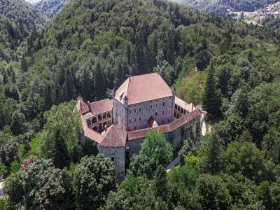 Image 12 | 10 bedroom castle for sale with 0.77 hectares of land, Mirna, Mirna Municipality, Lower Carniola Dolenjska Traditional Region 230553