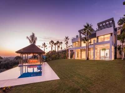 Image 1   5 bedroom villa for sale with 1,800m2 of land, Los Flamingos Golf, Benahavis, Malaga Costa del Sol, Andalucia 209964