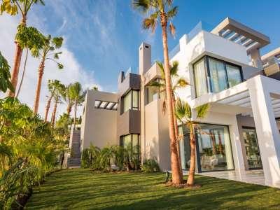Image 2   5 bedroom villa for sale with 1,800m2 of land, Los Flamingos Golf, Benahavis, Malaga Costa del Sol, Andalucia 209964
