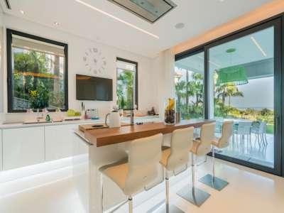 Image 5   5 bedroom villa for sale with 1,800m2 of land, Los Flamingos Golf, Benahavis, Malaga Costa del Sol, Andalucia 209964