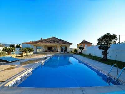 Image 1   4 bedroom villa for sale with 1,575m2 of land, Santa Maria da Feira, Aveiro, Central Portugal 215170