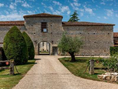 Image 3 | 6 bedroom French chateau for sale with 63,300m2 of land, Angouleme, Charente , Poitou-Charentes 216161