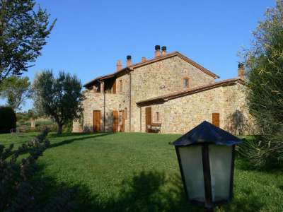 Image 2 | 6 bedroom farmhouse for sale with 30,000m2 of land, Parrano, Terni, Umbria 216703