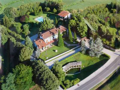 Image 1   4 bedroom villa for sale with 14,000m2 of land, Lake Garda, Mantua, Lombardy 216874