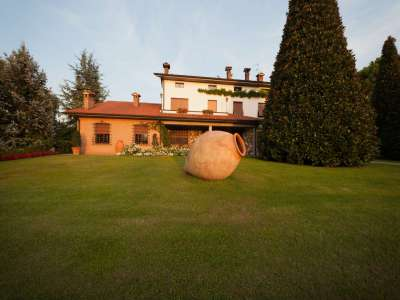 Image 10   4 bedroom villa for sale with 14,000m2 of land, Lake Garda, Mantua, Lombardy 216874
